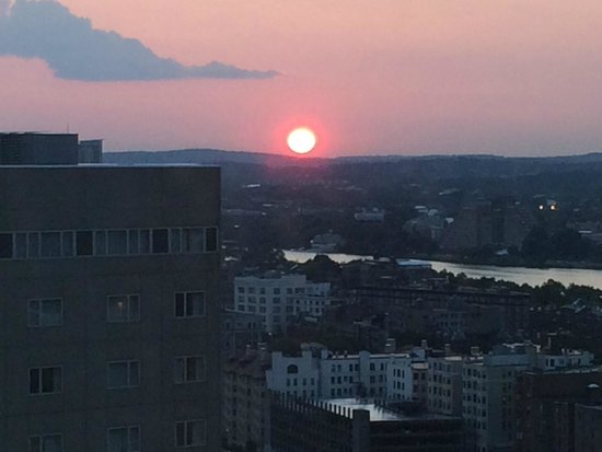 Sheraton Boston Hotel : Sunset from the South Tower