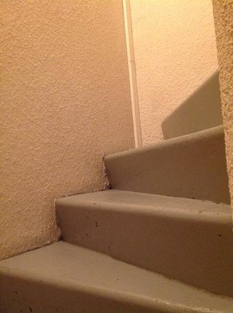 Best Western Hotel Athenee : escaleras del hotel sin ascensor