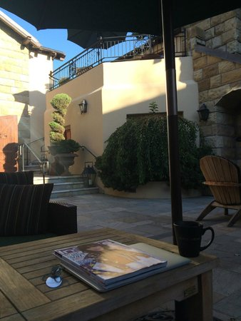 Hotel Cheval : courtyard