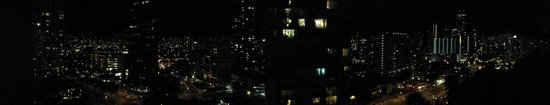 DoubleTree by Hilton Alana - Waikiki Beach: Panorama of night from a penthouse room