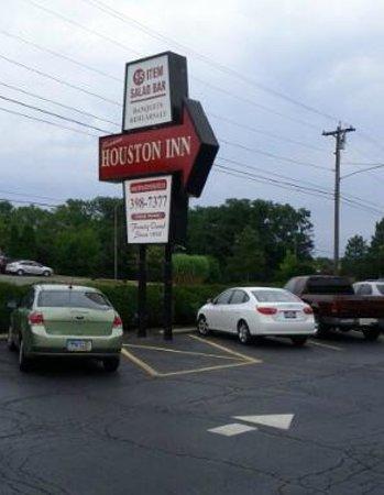 Houston's: The Famous Houston Inn