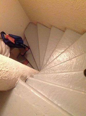 Best Western Hotel Athenee : !unicas escaleras del hotel hasta el 5 piso!
