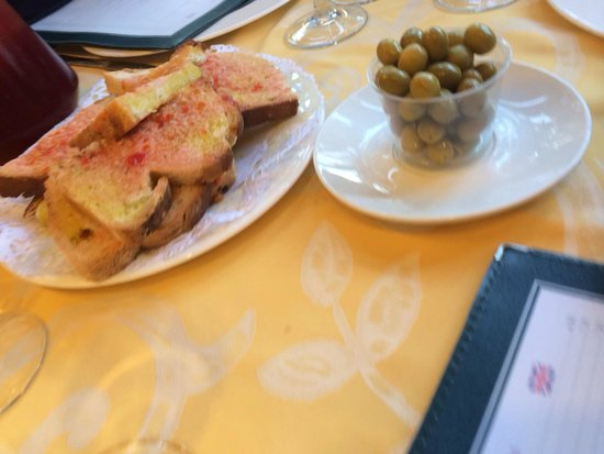 La Fonda del Port Olimpic: Olives and bread were good