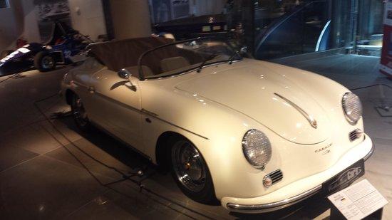 Hellenic Motor Museum: Exhibits