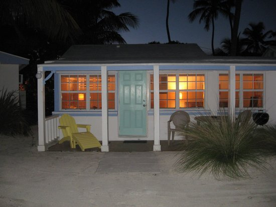 Pines and Palms Resort: Cottage at night