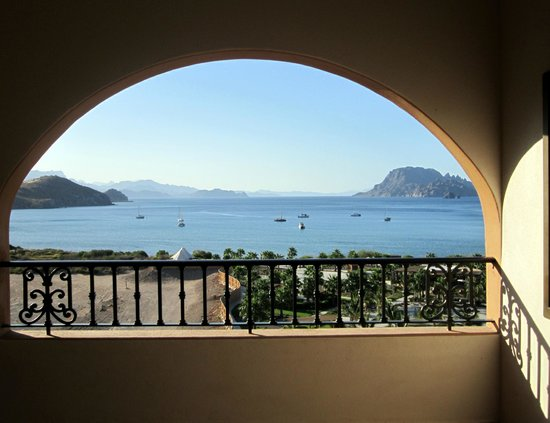 Villa del Palmar Beach Resort & Spa at The Islands of Loreto : View from 3rd floor out to Danzante Bay