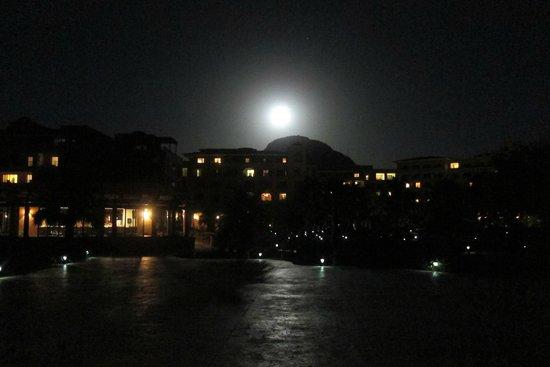 Villa del Palmar Beach Resort & Spa at The Islands of Loreto : Moon over Danzante Bay
