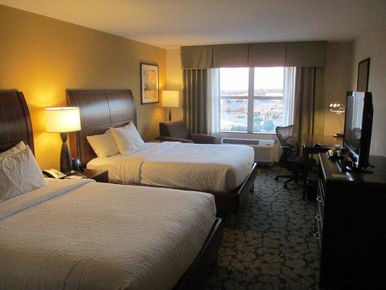 Hilton Garden Inn Olathe: 6th Floor Guest Room