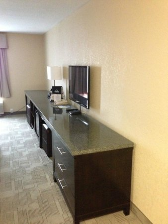 Days Inn - Calgary Airport: Dresser/shelf with flat screen tv, microwave, fridge