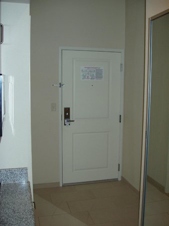 Holiday Inn Express and Suites Colorado Springs First and Main: Entrance