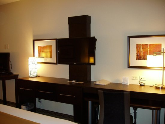 Holiday Inn Express and Suites Colorado Springs First and Main: Multiple TVs