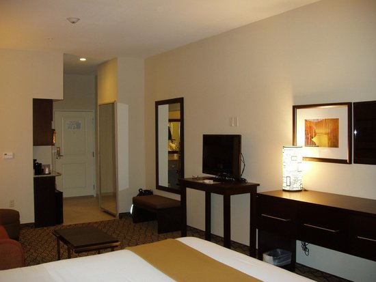Holiday Inn Express and Suites Colorado Springs First and Main: King Suite