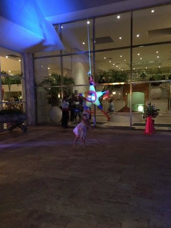 Grand Park Royal Cancun Caribe: Piñata for the kids!!!