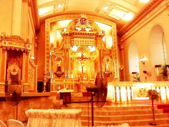 Cebu Metropolitan Cathedral: Church Interiors   Ceilings And Altar
