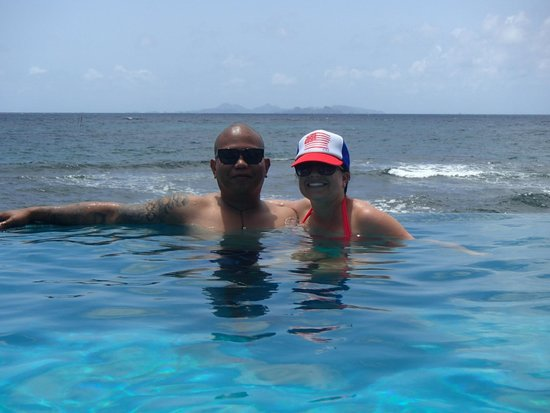 Oyster Bay Beach Resort: Infinity Pool