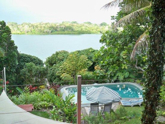Seachange Lodge: Pool area and Lagoon
