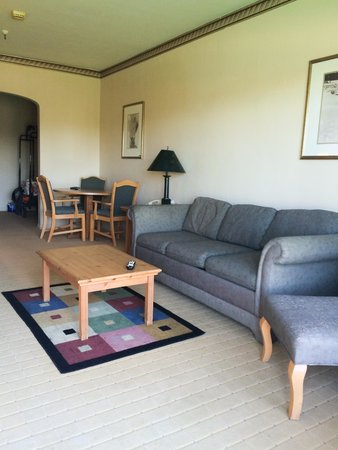 Tahoe Biltmore Lodge: sitting room with pull-out couch