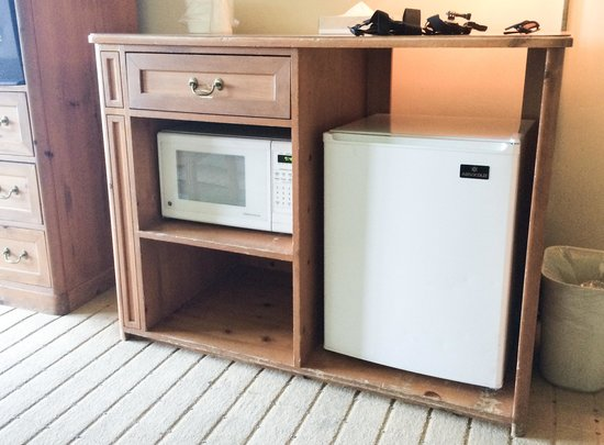 Tahoe Biltmore Lodge: mini fridge & microwave