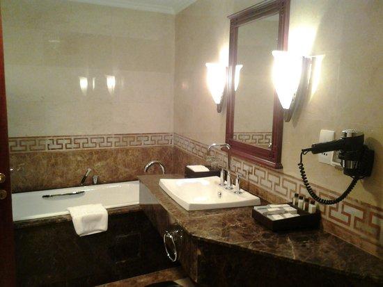Rex Hotel: Baño cómodo