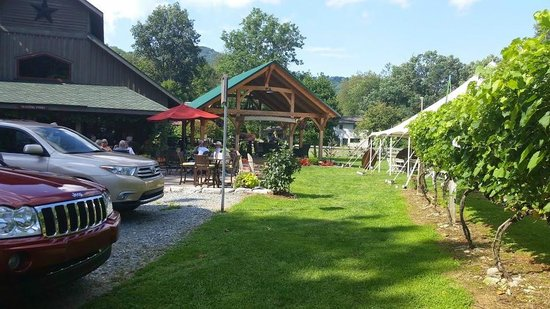 Grandfather Vineyard & Winery: Tasting Room and covered patio
