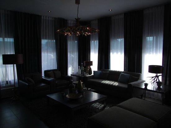 Sandman Inn & Suites Vernon: Sitting room of lobby