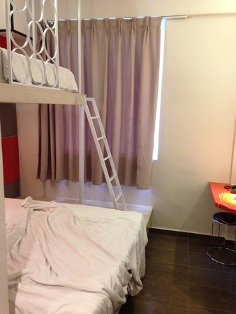 Geylang, Singapur: Family suite, 1 queen bed and 1 single bed