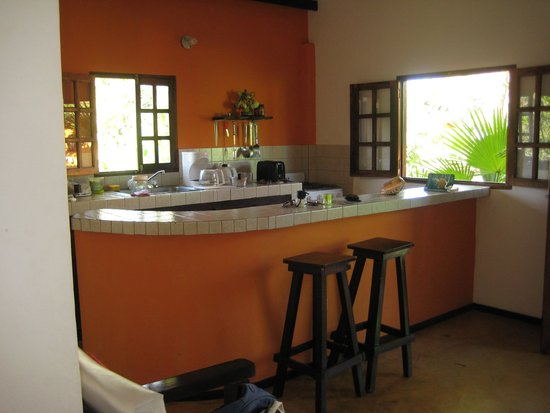 Casa Maya: the very well equipped kitchen