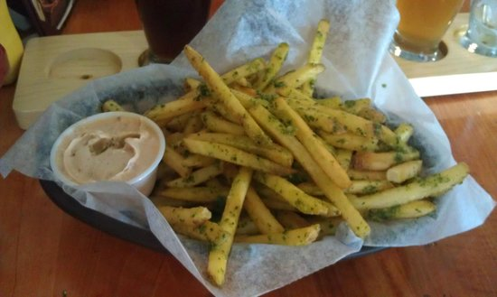 Council Rock Brewery: Pesto Fries