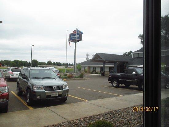 AmericInn Hotel & Suites Chippewa Falls : nice parking lot