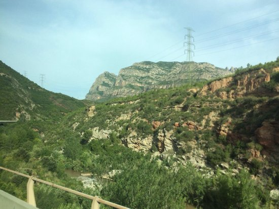 Barcelona Turisme - Afternoon in Montserrat Tour : On our way up to the monastery