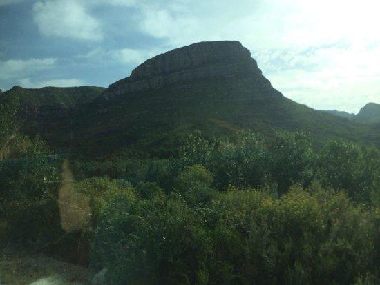 Barcelona Turisme - Afternoon in Montserrat Tour : Heading up