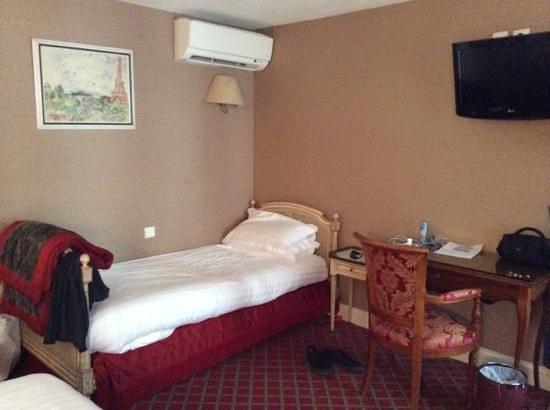 Hôtel de Seine : single bed in the triple