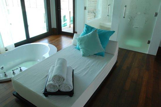 Anantara Kihavah Maldives Villas : Glass bottoms