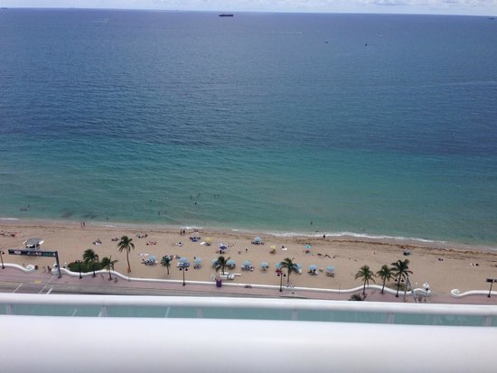 W Fort Lauderdale: Lovely beach
