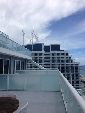 W Fort Lauderdale: Nice view of adjacent bldg from suite