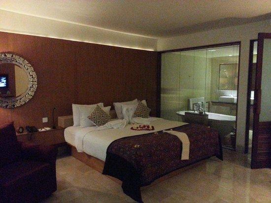 Komaneka at Rasa Sayang: the Bed near the bathtub