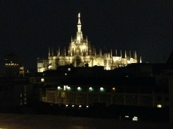 Boscolo Milano, Autograph Collection : View of the Duomo in the rain from the hotel terrace