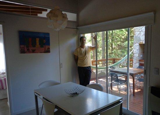 Kaia Aparts & Spa: Comedor, con vista a la terraza y la parrilla