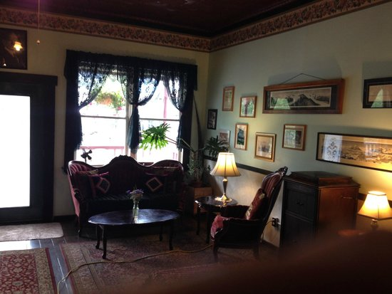 McCarthy Lodge & The Ma Johnson's Hotel : another view of lobby