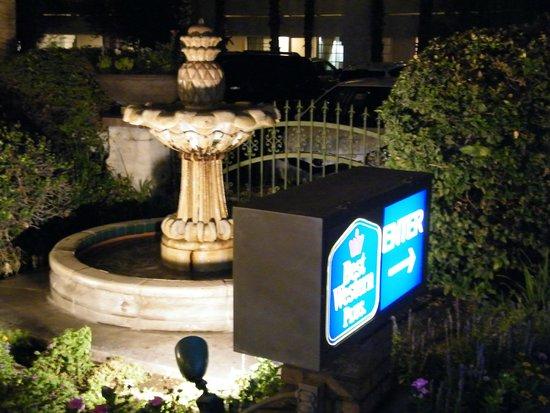 Best Western Plus Las Brisas Hotel: front fountain