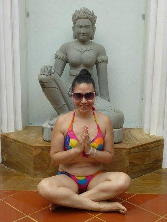 Paris Angkor Hotel & Paris Angkor Boutique: Genie being bhuda