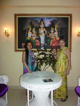 Paris Angkor Hotel & Paris Angkor Boutique: front lobby