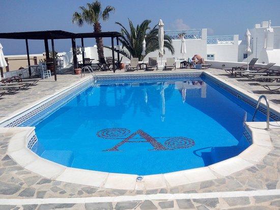 Aethrio Hotel : Linda Vista do café, varanda p piscina !!!