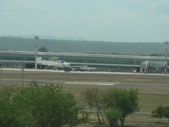 Hilton Garden Inn Liberia Airport: vista aeropuerto desde el hotel
