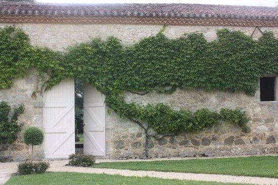 Château de Mazelières : Inside the court yard