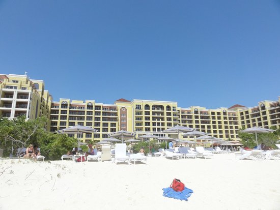The Ritz-Carlton, Aruba : Beach facing hotel