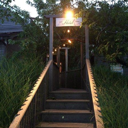 Ruschmeyer's: Nice entrance with lightbulbs leading the way