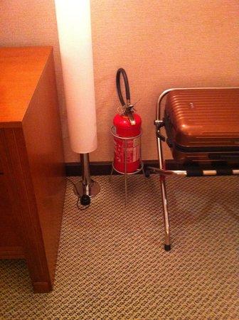 Melia Brasil 21: Extintor incendio dentro do quarto ???? Nunca vi isso.