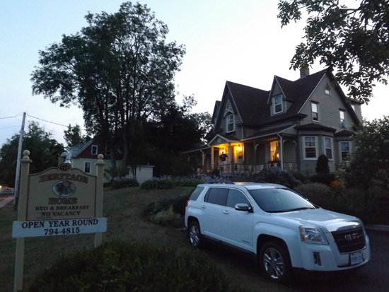 Heritage Home Bed and Breakfast : parking for 2 out front and ample around back