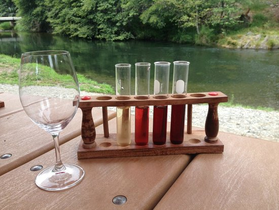Wine Hopper Tours: Outdoor wine tasting at Serra Winery